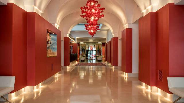 ¡Descubre el Salento con estancia en una habitación de lujo en un 5* en el centro de Lecce!