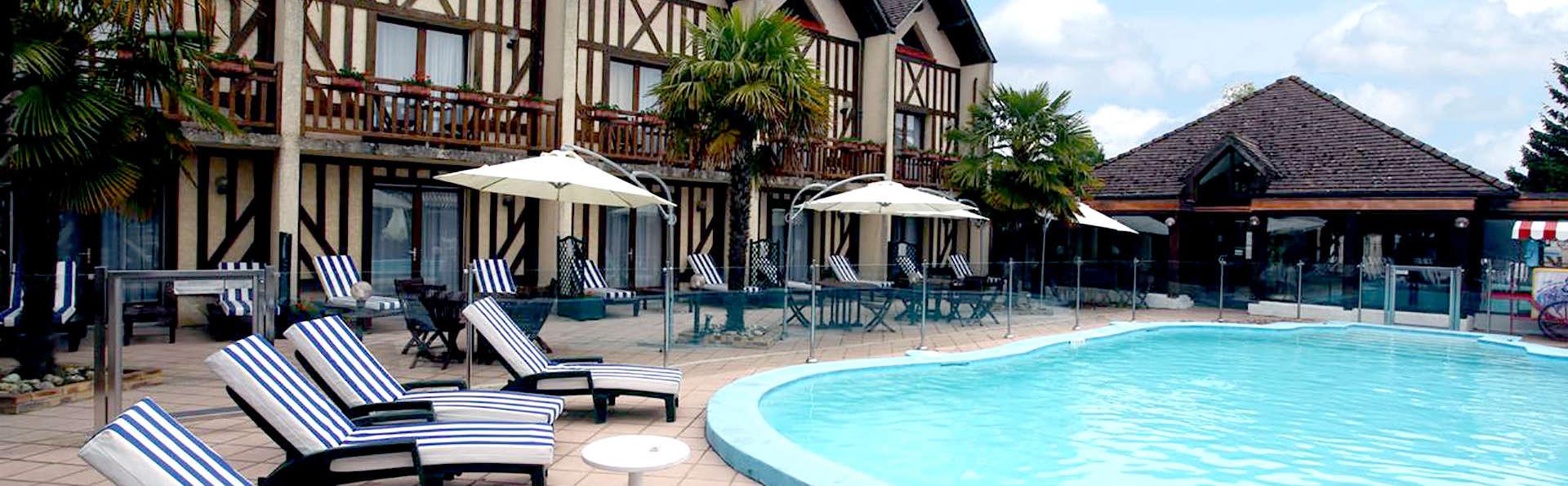Le Clos Deauville Saint-Gatien  - Edit_Pool2.jpg