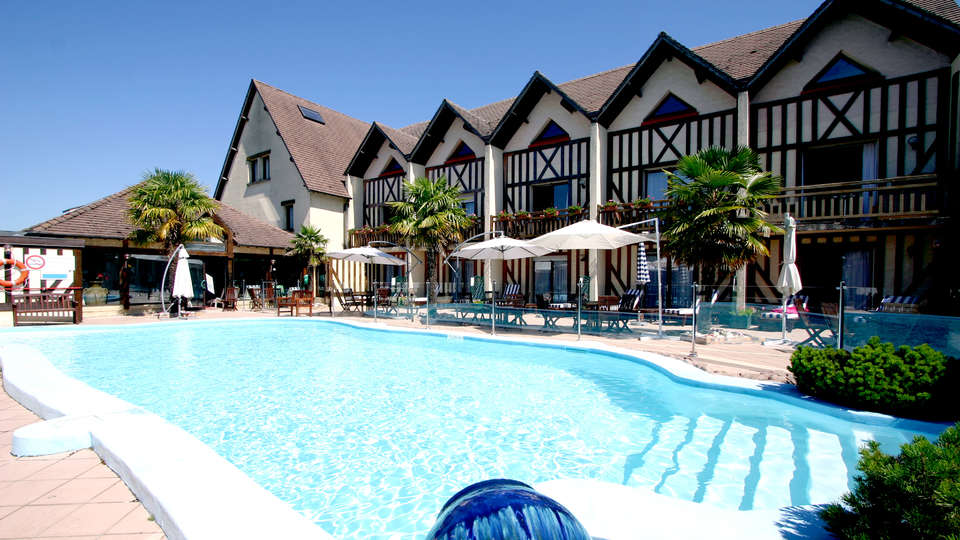 Le Clos Deauville Saint-Gatien  - Edit_Pool.jpg
