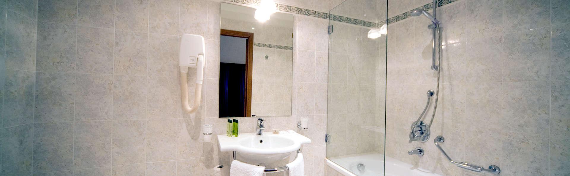 Villa Pitiana - Edit_Bathroom.jpg