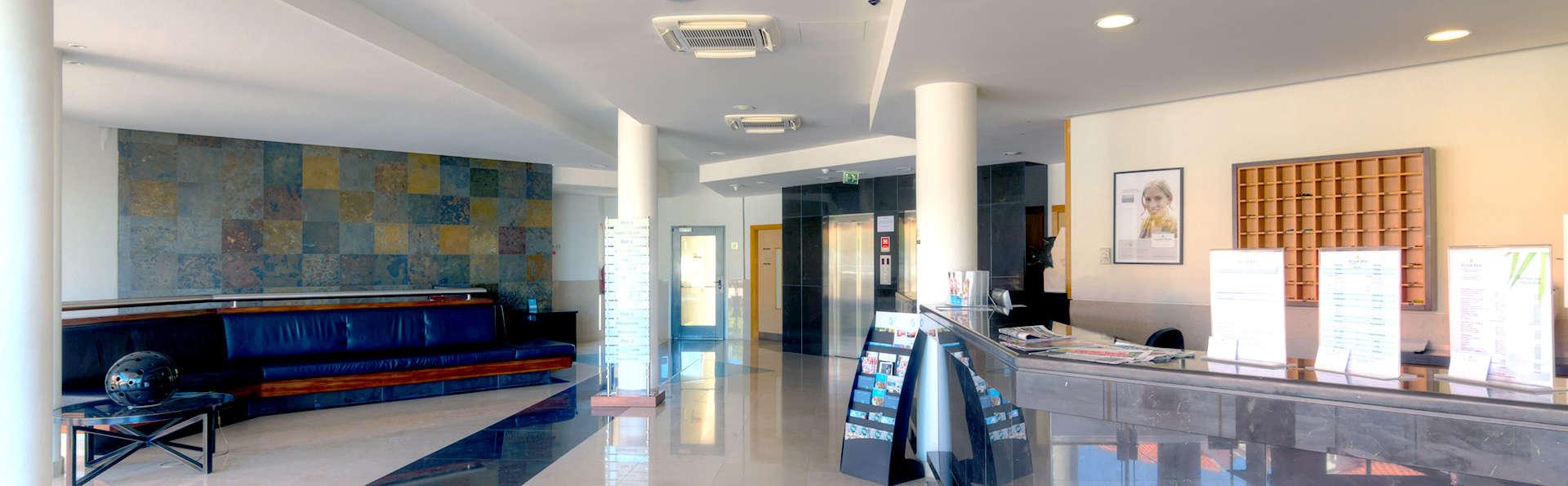 Tulip Inn Estarreja Hotel & SPA - Edit_Reception.jpg