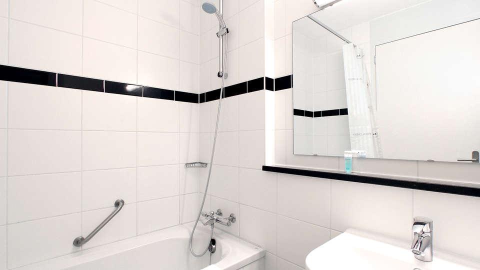 Bastion Hotel Almere - Edit_bathroom.jpg