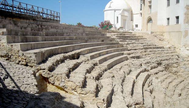 Conoce la ciudad más antigua de Occidente con visita guiada y alojándote en el centro