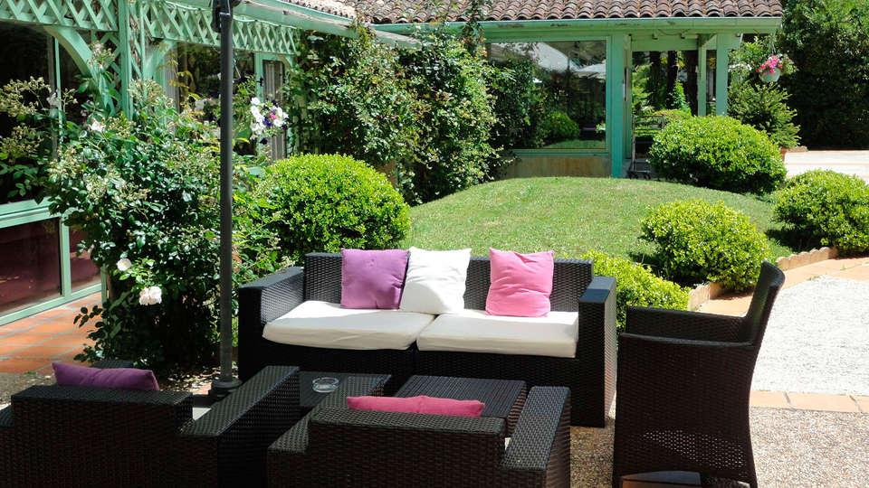 Domaine De Fompeyre - EDIT_terrace.jpg