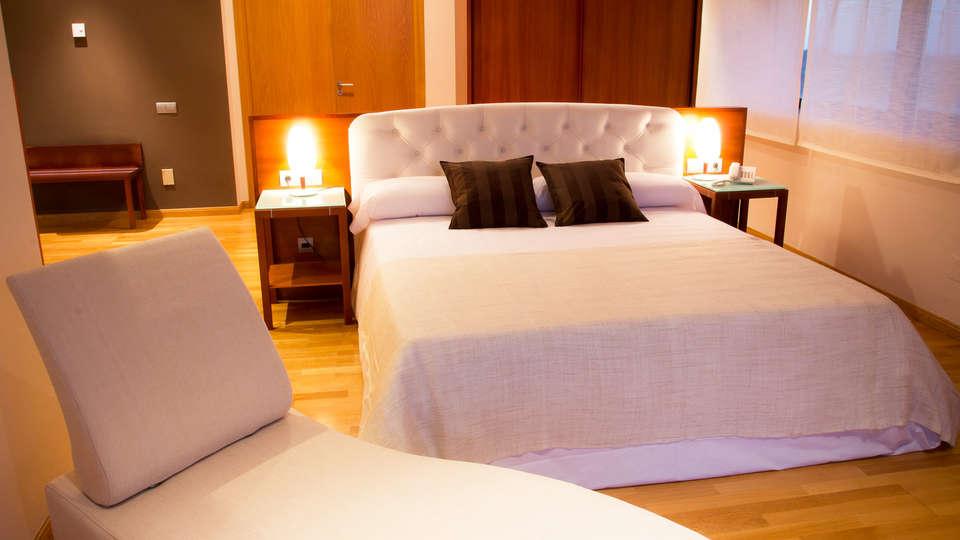 Hotel SPA Vía Argentum - EDIT_room1.jpg