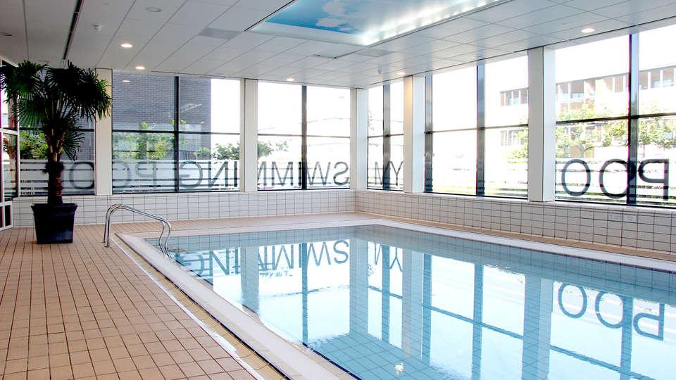 Bastion Hotel Amsterdam Airport - Edit_Pool.jpg