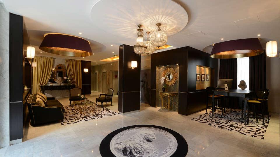 Hôtel le Versailles - edit_hall3.jpg