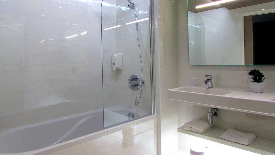 Brit Hôtel Saint-Brieuc Plérin - Edit_Bathroom3.jpg