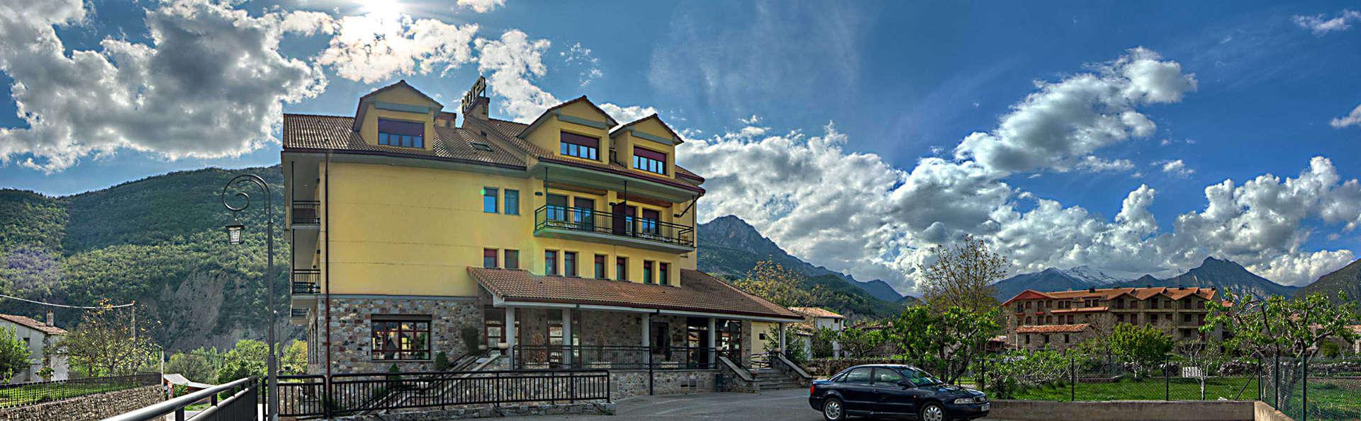 Hotel Cotiella - EDIT_front1.jpg