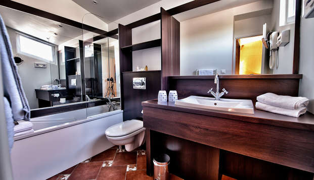 Hotel des Beaux Arts - Bathroom