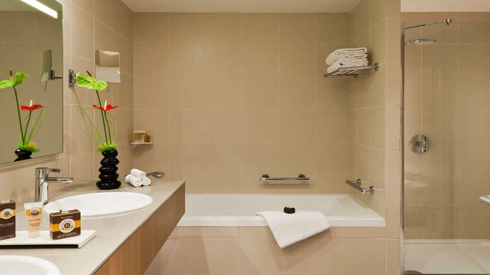 Pullman Bordeaux-Lac - edit_bathroom2.jpg