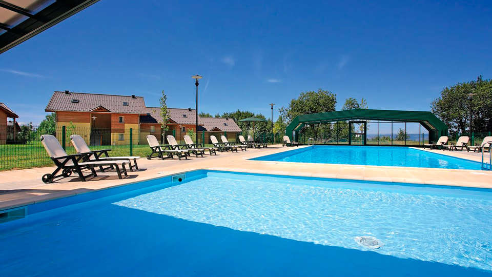 Park and Suites Village Evian - Lugrin - EDIT_pool1.jpg