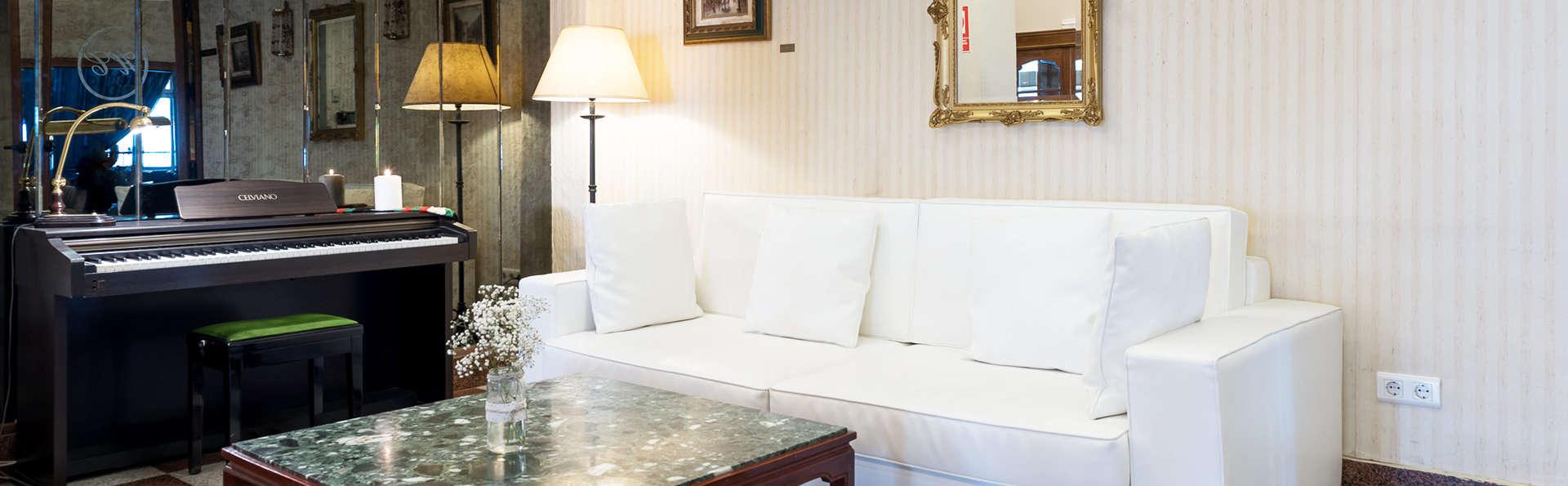 Hotel Colón Spa - EDIT_lobby3.jpg