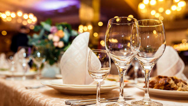 Saint Valentin Supérieure avec dîner gastronomique et spa à Avignon