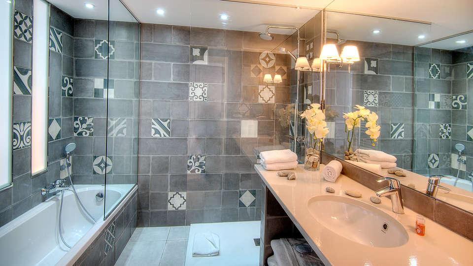 La Bastide de l'Oliveraie - Edit_Bathroom.jpg
