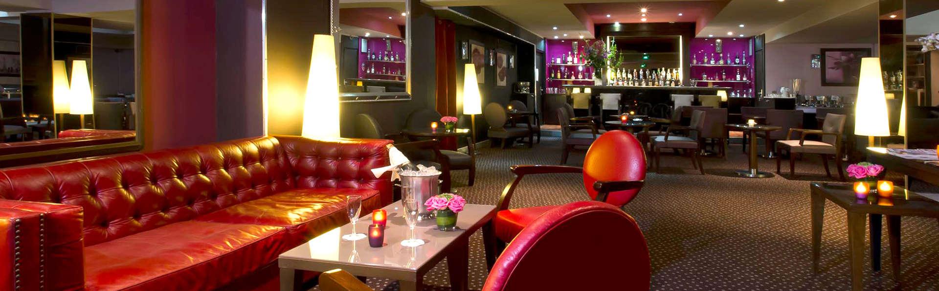 Hôtel Le Pera - Edit_Bar.jpg