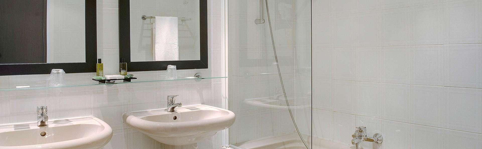 Domaine de Saint- Clair - edit_bathroom.jpg