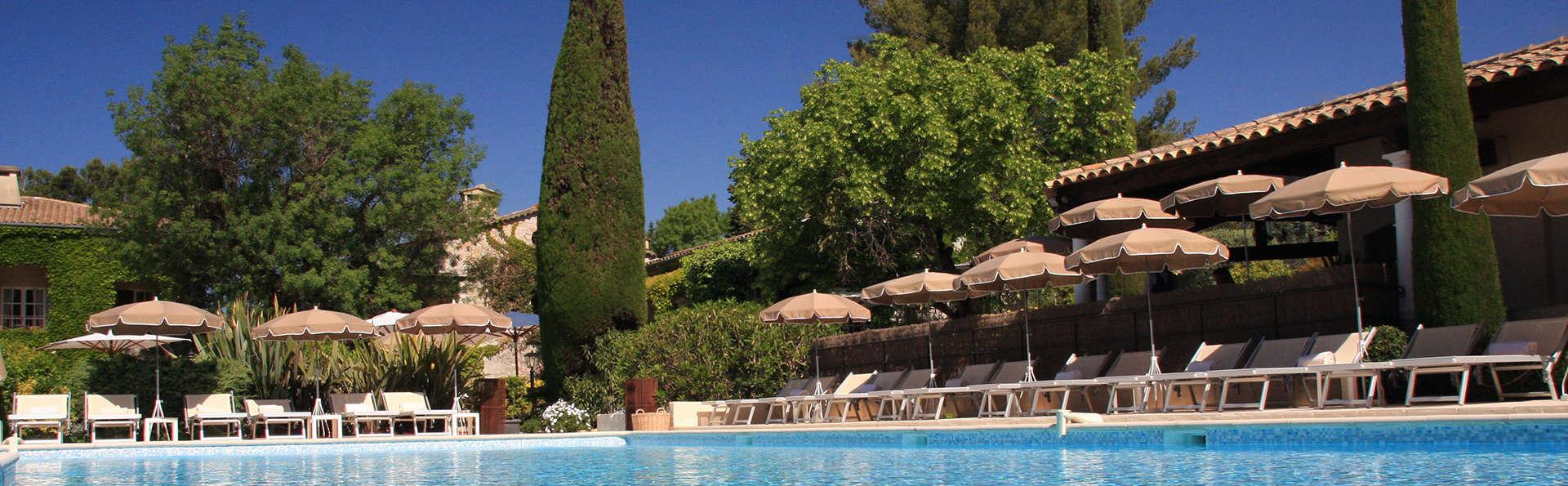 Bulles de champagne dans un hôtel de charme à proximité de Cannes