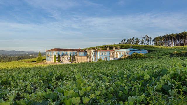 Escapada Romántica con Visita a bodega con degustación de vinos y conservas en A Lanzada