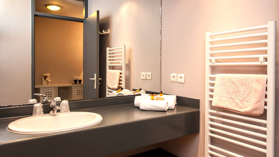 Village Club Lou Capitelle & Spa - Edit_Bathroom.jpg