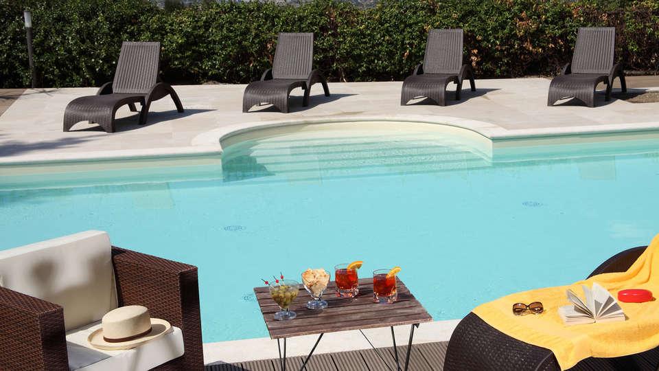 Hotel Villa Mercede - Edit_Pool2.jpg