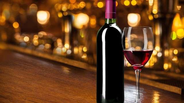 1 Copa de vino espumoso regional para 2 adultos