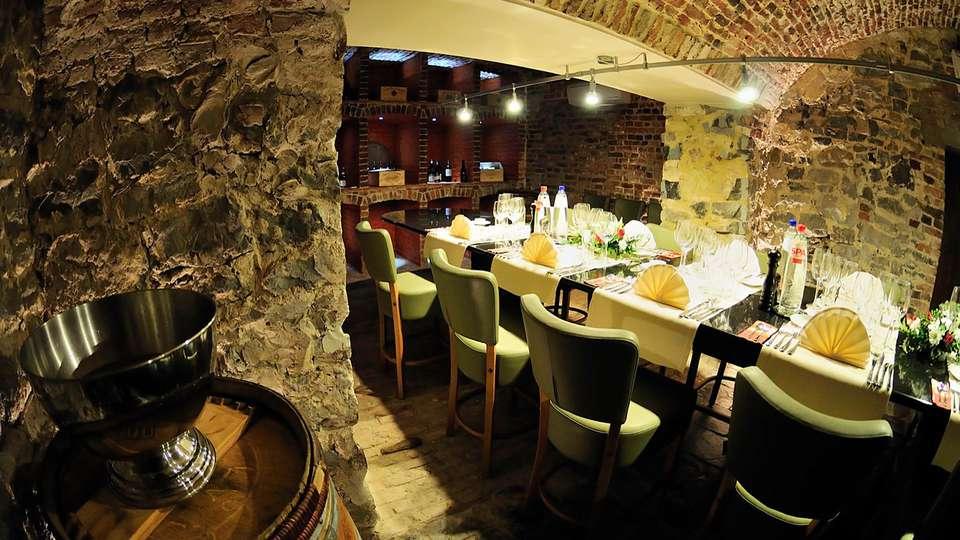 Castel de Pont-a-Lesse - edit_restaurantXX.jpg