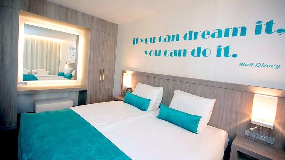 Van der Valk Hotel Vianen - Utrecht - Edit_Room3.jpg