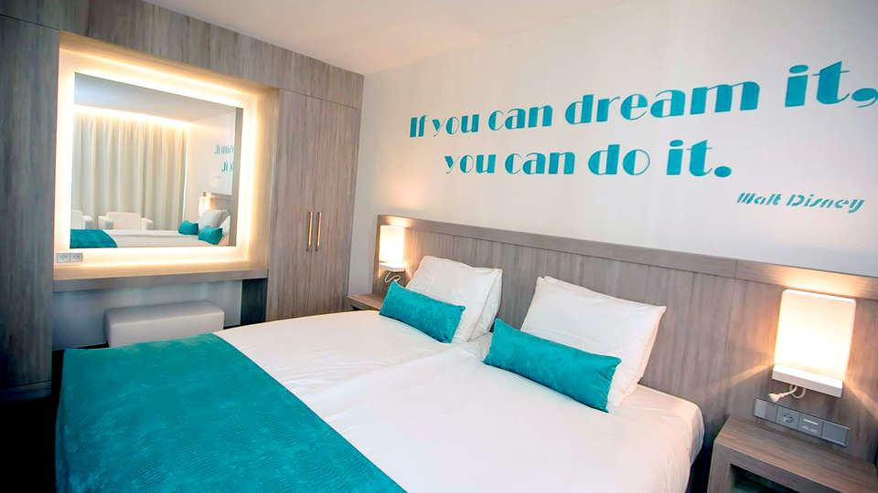 Van der Valk Hotel Vianen - Edit_Room3.jpg