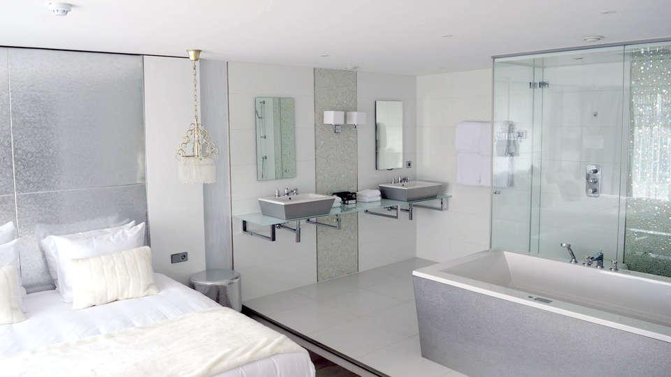 Van der Valk Hotel Vianen - Edit_Room9.jpg