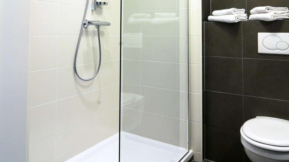 Europa Hotel ( Gent )  - EDIT_bath1.jpg