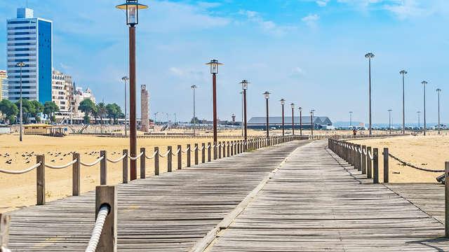 A un paso de la Playa de la Claridad, una de las más extensas de todo Europa