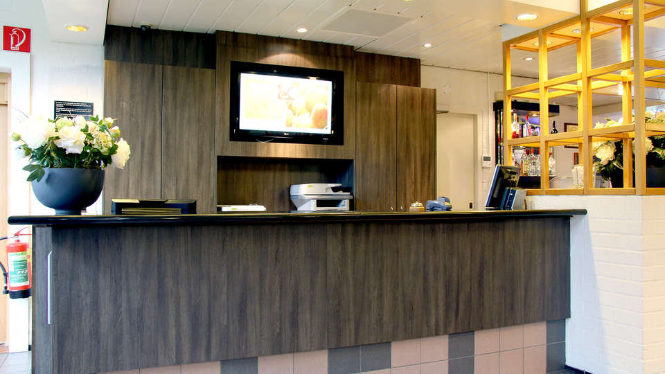 Bastion Hotel Bussum-Hilversum - Edit_Reception.jpg