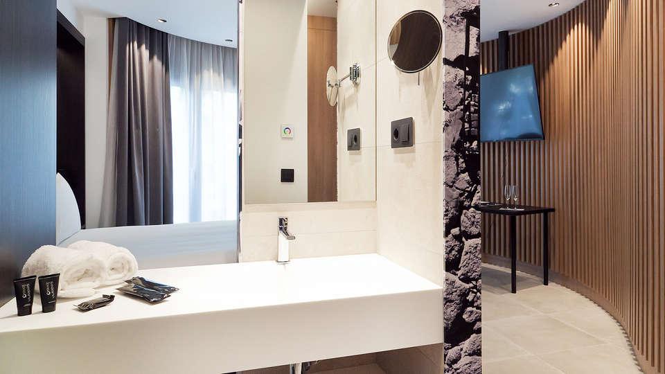 Vila Arenys Hotel - Edit_Bathroom.jpg