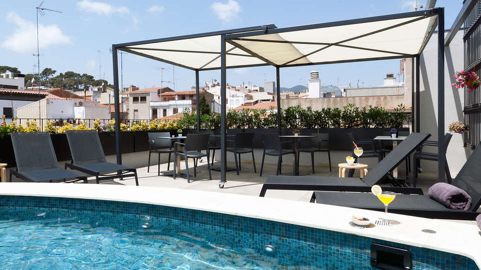 Vila Arenys Hotel - Edit_Pool.jpg
