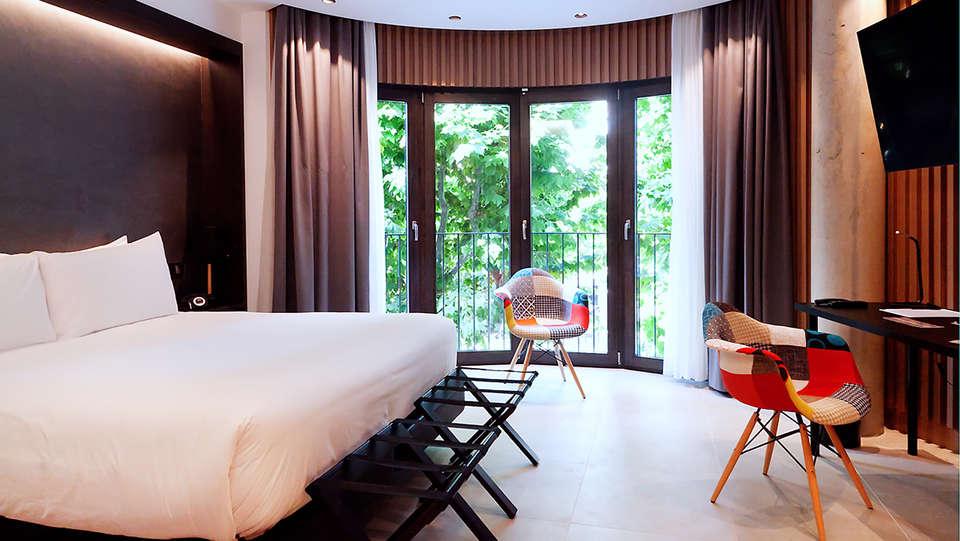 Vila Arenys Hotel - Edit_Room4.jpg