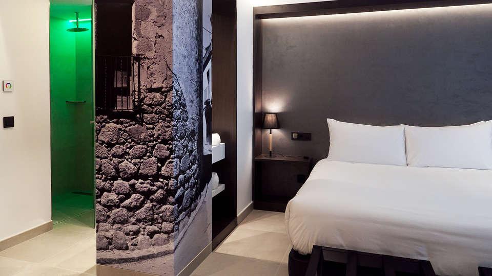 Vila Arenys Hotel - Edit_Room.jpg