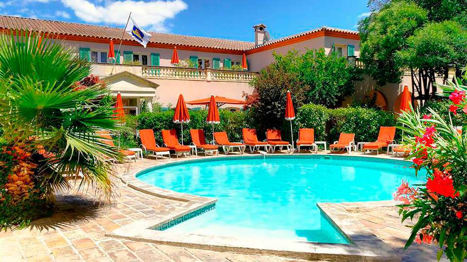 Best Western L'Orangerie  - EDIT_pool.jpg