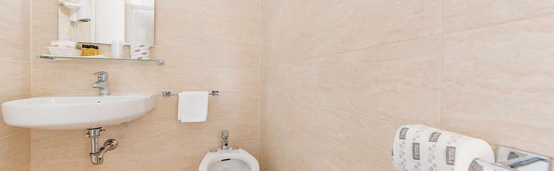 Hotel Sorapiss - Edit_Bathroom5.jpg