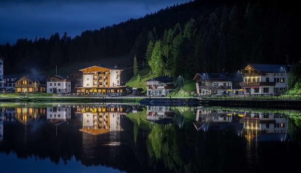 Dîner en amoureux au bord du lac de Misurina au cœur des Dolomites