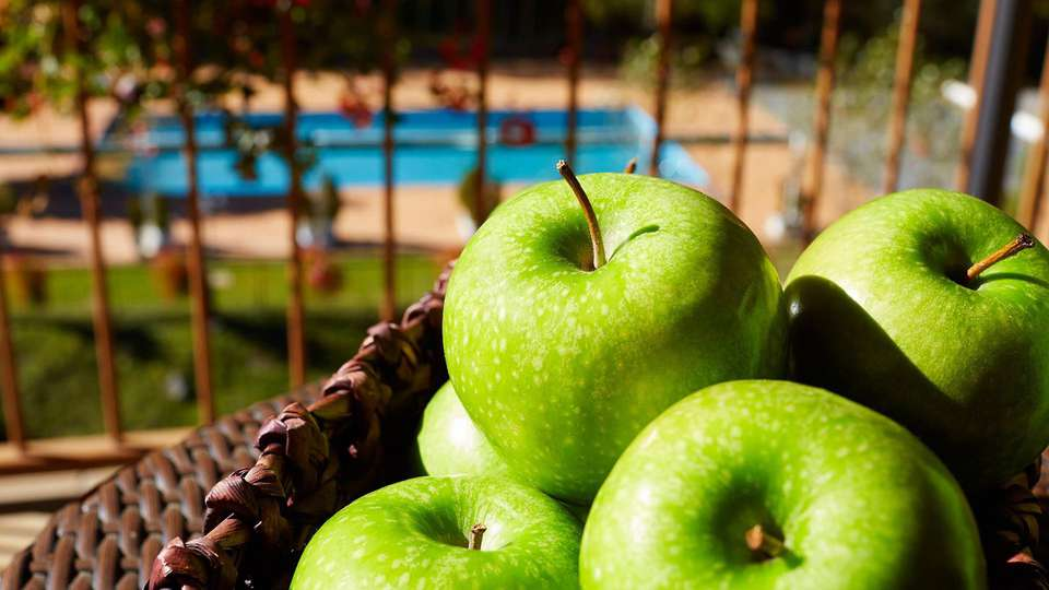 Hotel Sant Gothard - edit_apples.jpg