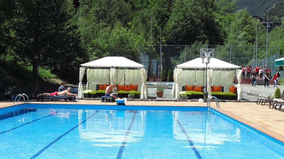 Hotel Sant Gothard - edit_pool1.jpg
