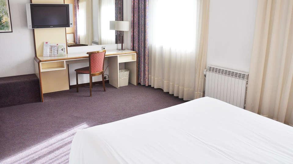 Andorra Palace - EDIT_room2.jpg
