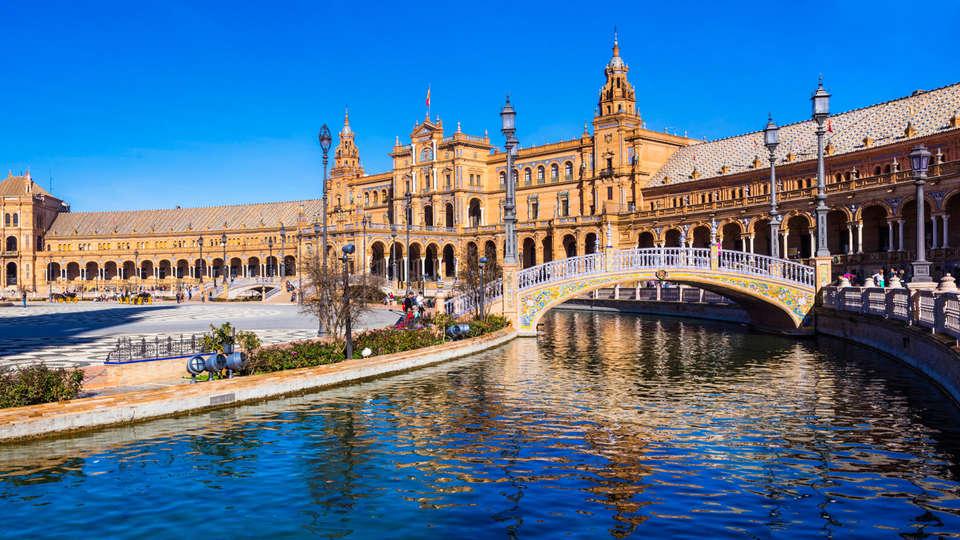 Apartamentos Turísticos Lux Sevilla Palacio - EDIT_destination7.jpg