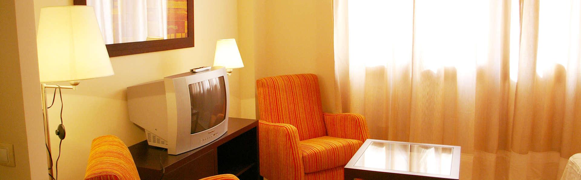 Apartamentos Turísticos Lux Sevilla Palacio - EDIT_room1.jpg