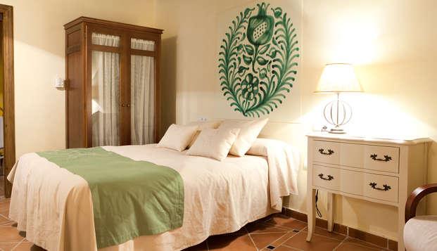 Enamórate de Granada en un palacete mudejar con cava, decoración romántica y ritual de te con pastas