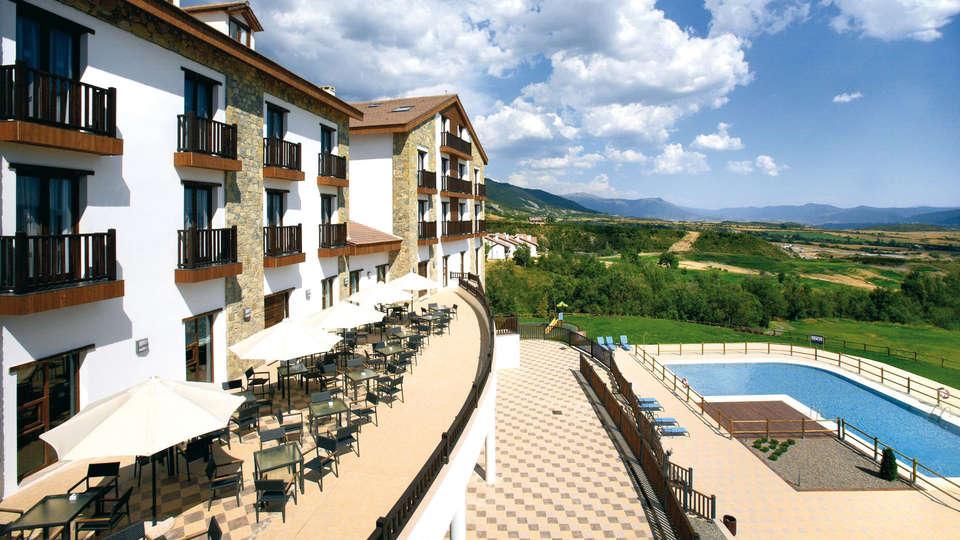 Hotel Golf & Spa Real Badaguás Jaca - EDIT_frontpool.jpg