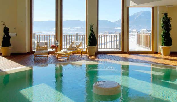 Escapada romántica y relax en un precioso spa del pirineo aragonés en habitación con balcón