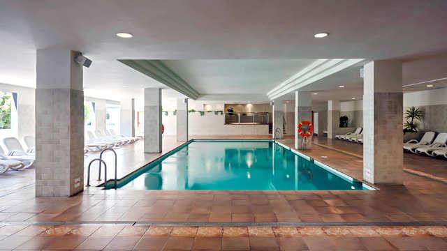 Escapade à Fuengirola dans un appartement avec accès à la piscine climatisée et une séance de sauna