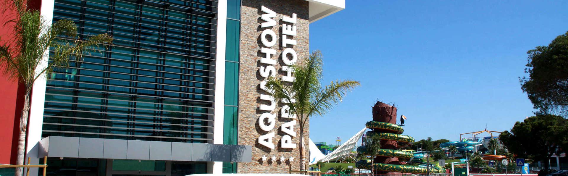 Aquashow Park Hotel - Edit_Front2.jpg